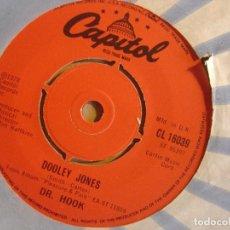 Discos de vinilo: DR.HOOK - WHEN YOU´RE IN LOVE WITH A BEAUTIFUL WOMAN + DOOLEY JONES - SINGLE UK 1978 - CAPITOL. Lote 126285699