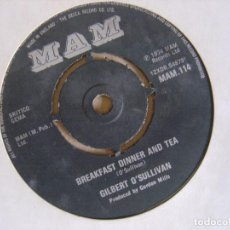Discos de vinilo: GILBERT O´SULLIVAN - HAPPINESS IS ME AND YOU + BREAKFAST DINNER AND TEA - SINGLE UK 1974 - MAN. Lote 127220467