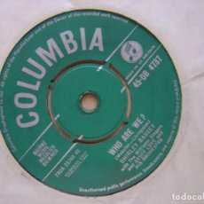 Discos de vinilo: SHIRLEY BASSEY - I´LL GET BY + WHO ARE YOU - SINGLE UK 1961 - COLUMBIA. Lote 127230255