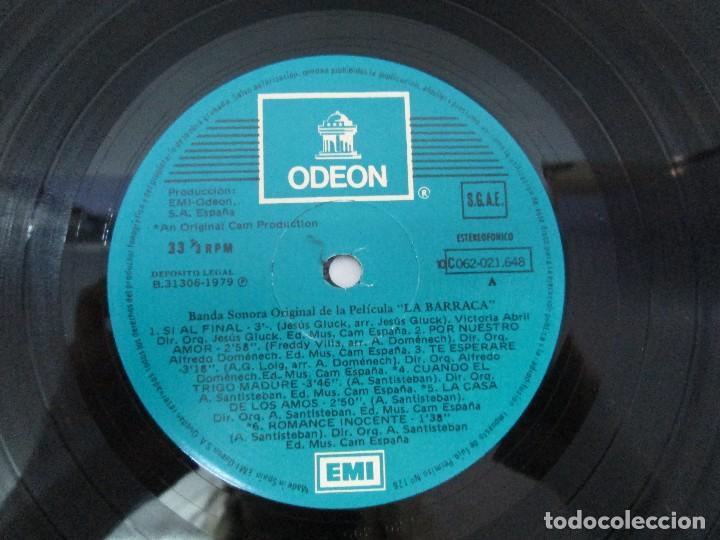 Discos de vinilo: BANDA SONORA ORIGINAL DE LA PELICULA LA BARRACA. POSIBLEMENTE DEDICADO POR ALVARO DE LUNA. 1979 - Foto 6 - 128677635