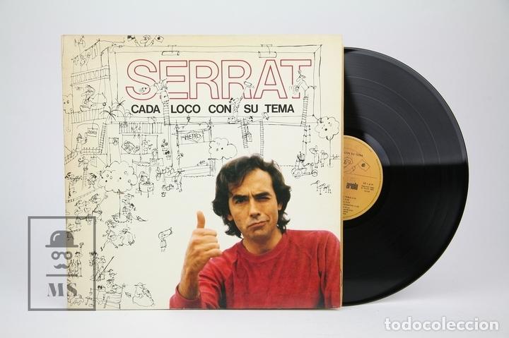 DISCO LP DE VINILO - JOAN MANUEL SERRAT / CADA LOCO CON SU TEMA - ENCARTE CON LETRAS - ARIOLA, 1983 (Música - Discos - LP Vinilo - Solistas Españoles de los 70 a la actualidad)