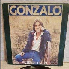 Discos de vinilo: GONZALO / MUJER DE UN DÍA / SG - CBS - 1977 / MBC. ***/***. Lote 129091815