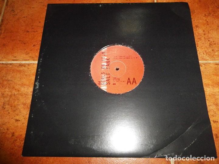 Discos de vinilo: DURAN DURAN Girls on film TIN TIN OUT / SALT TANK MAXI SINGLE PROMO UK DEL AÑO 1998 CONTIENE 4 TEMAS - Foto 4 - 129183291