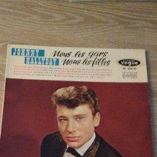 Discos de vinilo: DISCO DEL CANTANTE DE ROCK FRANCES JOHNNY HALLYDAY, NOUS LES GARS NOUS LES FILLES . Lote 129445083