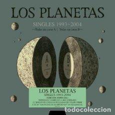 Discos de vinilo: LOS PLANETAS SINGLES BOX SET VINILO DELUXE CAJA 21 VINILOS 10 PULGADAS + CD NUMERADA PRECINTADA. Lote 130470570