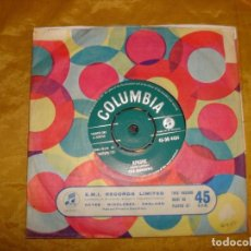 Discos de vinilo: THE SHADOWS . QUATERMASTER´S STORES / APACHE. COLUMBIA, 1960. EDICION INGLESA. IMPECABLE. Lote 130917808