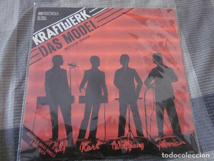 Discos de vinilo: KRAFTWERK - LOTE DE 3 SINGLES EN EDICION ALEMANA - VER FOTOS Y DESCRIPCION. - Foto 4 - 132212022