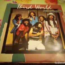 Discos de vinilo: THIRD WORLD ' ALL THE WAY STRONG ' 1983 - HOLANDA LP33 CBS RECORDS. Lote 132509066