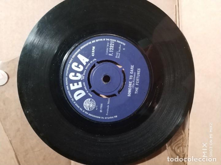 Discos de vinilo: THE FORTUNES This golden ring + SOMEONE TO CARE 1966 sin carpeta - Foto 2 - 132609094