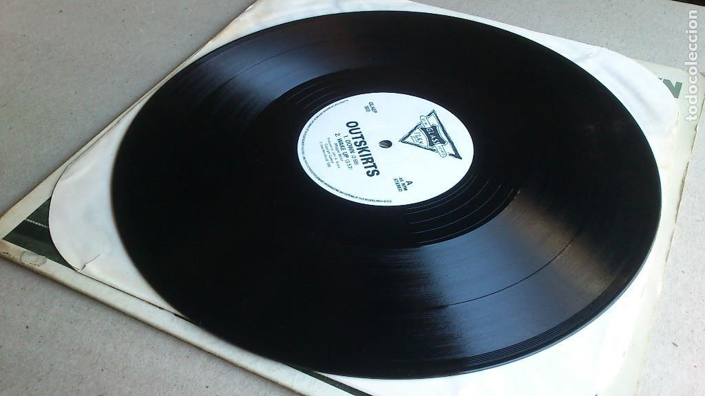 Discos de vinilo: OUTSKIRTS - DOWN - 1986 - EP - GLASS RECORDS - Foto 2 - 132694542