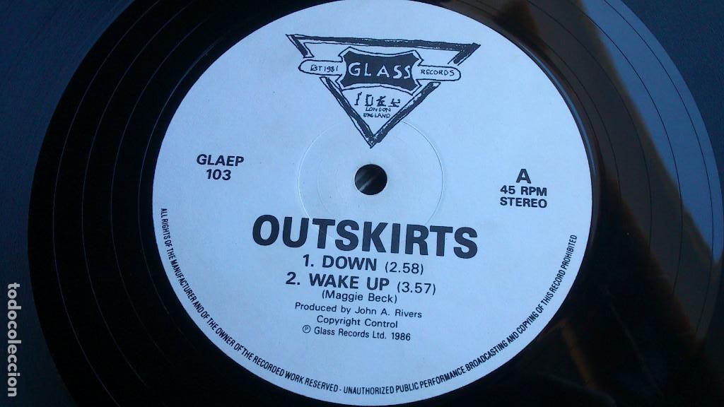Discos de vinilo: OUTSKIRTS - DOWN - 1986 - EP - GLASS RECORDS - Foto 3 - 132694542