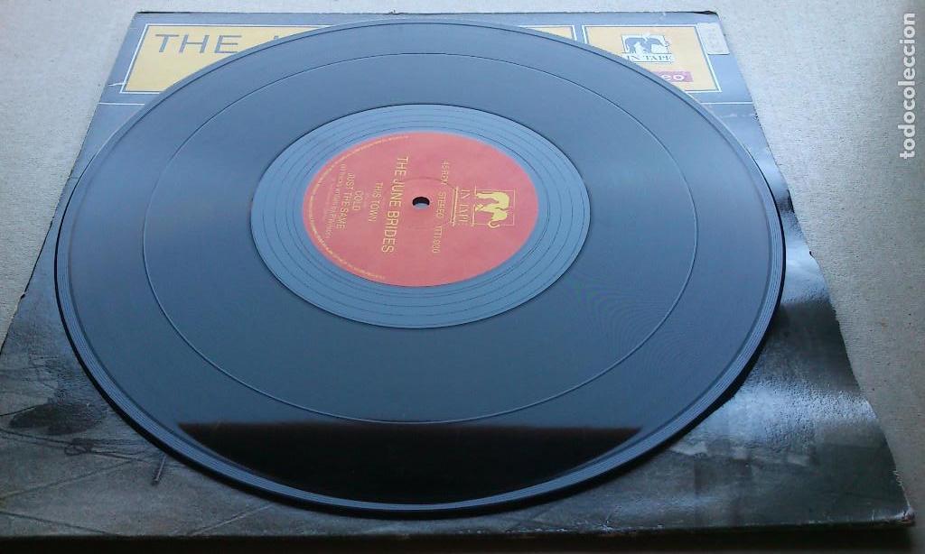 Discos de vinilo: THE JUNE BRIDES - THIS TOWN - 1986 - EP - Foto 2 - 132698550