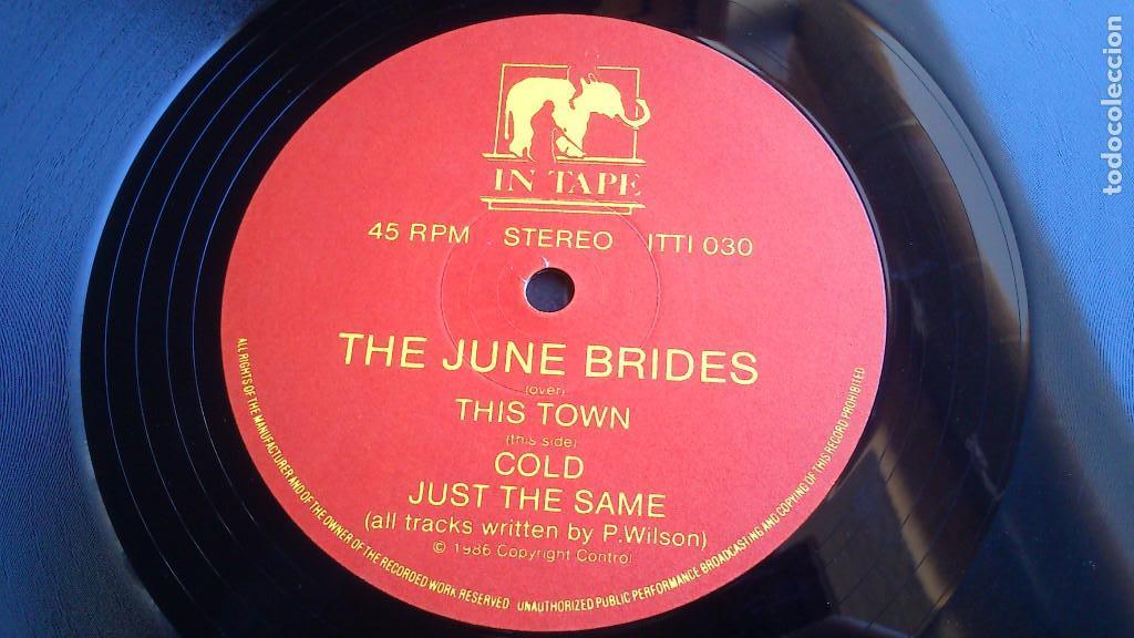Discos de vinilo: THE JUNE BRIDES - THIS TOWN - 1986 - EP - Foto 3 - 132698550