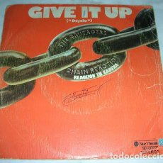 Discos de vinilo: THE CRUSADERS - GIVE IT UP - SINGLE. Lote 132747670