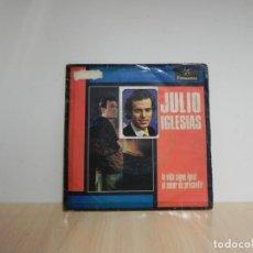 Discos de vinilo: JULIO IGLESIAS- LA VIDA SIGUE IGUAL / EL AMOR ES PRESENTIR . Lote 133459746