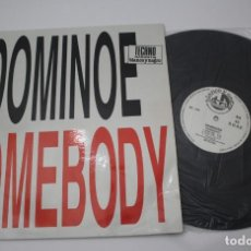 Discos de vinilo: DOMINOES SOMEBODY - TECHNO GARANTIA BLANCO Y NEGRO. Lote 133467170