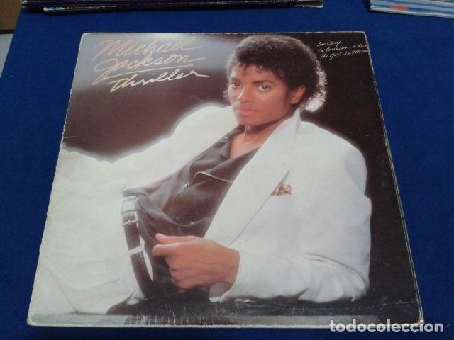 Discos de vinilo: LP VINILO ( MICHAEL JACKSON - THRILLER ) 1982 CBS ESPAÑA DOBLE CARPETA Y ENCARTE CON LAS LETRAS - Foto 2 - 114268475