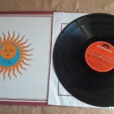 Discos de vinilo: KING CRIMSON LP LARK`S TONGUES IN ASPIC ISLAND PINK RIM POLYDOR 1973 (ED. 1978) + FUNDA INTERIOR. Lote 134196926
