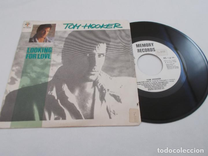 TOM HOOKER. LOOKING FOR LOVE. (Música - Discos de Vinilo - Singles - Pop - Rock Extranjero de los 80)