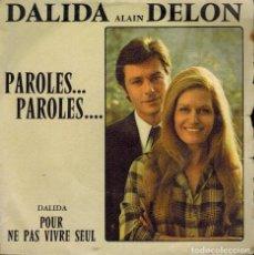 Discos de vinilo: DALIDA & ALAIN DELON. TEMAS: PAROLES...PAROLES & POUR NE PAS VIVRE SEUL. Lote 134369282