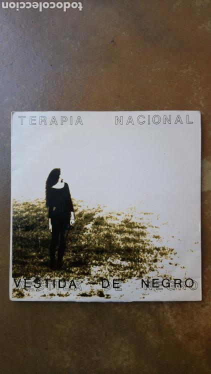 TERAPIA NACIONAL. VESTIDA DE NEGRO / LA PLAYA. SINGLE VINILO. SALAMANCA. (Música - Discos - Singles Vinilo - Grupos Españoles de los 90 a la actualidad)