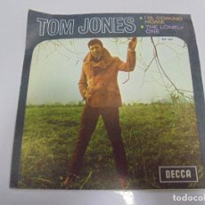 Disques de vinyle: SINGLE. TOM JONES. IM COMING HOME / THE LONELY ONE. 1967. DECCA. Lote 135186030