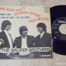 Discos de vinilo: THE WALKER BROTHERS - THE SUN AIN'T GONNA SHINE ANY MORE+3 - EP SPAIN 1966 - PHILIPS 434 569 BE. Lote 135438466