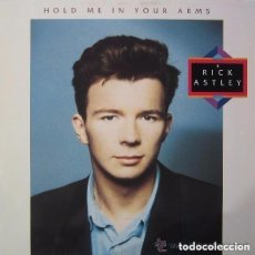 Discos de vinilo: RICK ASTLEY– HOLD ME IN YOUR ARMS - LP SPAIN 1988. Lote 136077542