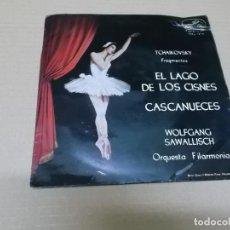 Discos de vinilo: ORQUESTA FILARMONIA (EP) EL LAGO DE LOS CISNES – CASCANUECES (TCHAIKOVSKY) AÑO 1963. Lote 136148170