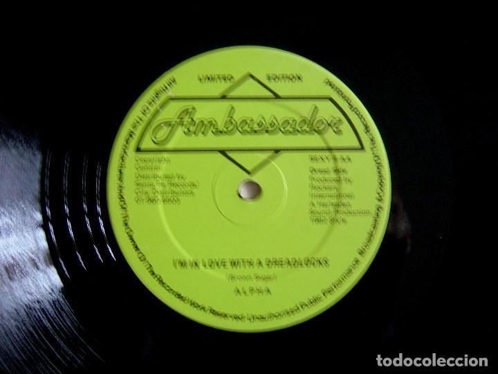 Discos de vinilo: ALPHA ?– We Keep On Rocking + I´m in love with - MAXI 12 UK 1982 - AMBASSADOR - Foto 2 - 137730390