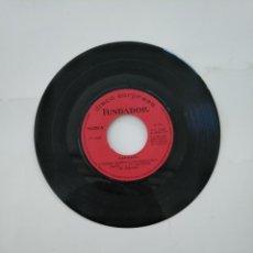 Discos de vinilo: DISCO SORPRESA FUNDADOR Nº 10207. RAPHAEL. CUANDO CALIENTA EL SOL. SINGLE SIN PORTADAS. TDKDS11. Lote 140964262