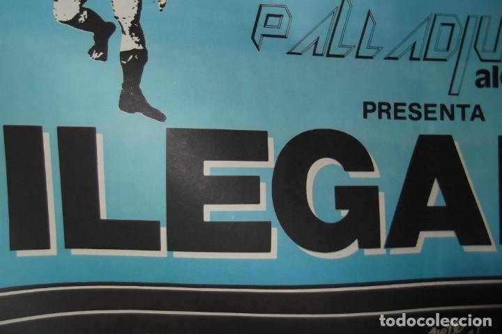 Discos de vinilo: ILEGALES-Concierto-1986-TODOS ESTAN MUERTOS-CARTEL ORIGINAL-67cm X 48cm.. - Foto 7 - 138089986