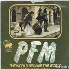 Discos de vinilo: PFM : (PREMIATA FORNERIA MARCONI) - THE WORLD BECAME THE WORLD / LA CARROZZA DI HANS (1974). Lote 139205962