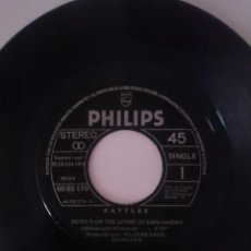 Discos de vinilo: RATTLES -DEVIL´S ON THE LOOSE (EL DIABLO PERDIDO)- I KNOW YOU DON´T KNOW (SE QUE NO LO SABES)1971 -. Lote 139571718