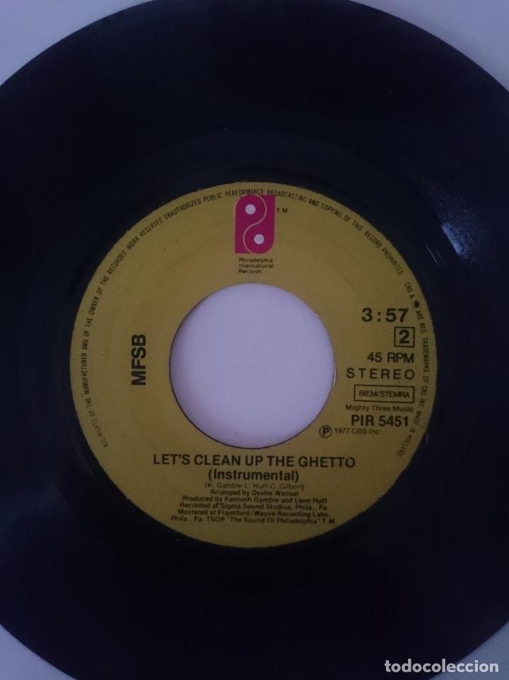 Discos de vinilo: PHILADELPHIA INTERNATIONAL ALL STARS --LET´S CLEAN UP THE GUETTO - VOCAL - INSTRUMENTAL -AÑO 1977 - Foto 2 - 139624538