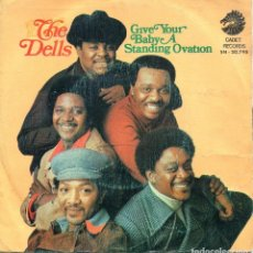 Discos de vinilo: THE DELLS / GIVE YOUR BABY A STANDING ... / THE GLORY OF LOVE (SINGLE 1973). Lote 139710834