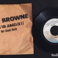 Discos de vinilo: SINGLE EP VINILO TOM BROWNE FUNKIN' FOR JAMAICA ( N.Y.) HER SILENT SMILE. Lote 139989102