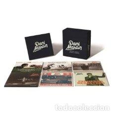 Discos de vinilo: DANI MARTIN GRANDES ÉXITOS Y PEQUEÑOS DESASTRES BOX SET LPS NUEVO EL CANTO DEL LOCO. Lote 140243342