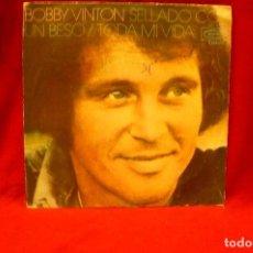 Discos de vinilo: BOBBY VINTON -- SELLADO CON UN BESO / TODA MI VIDA, EPIC, 1972. Lote 140363694