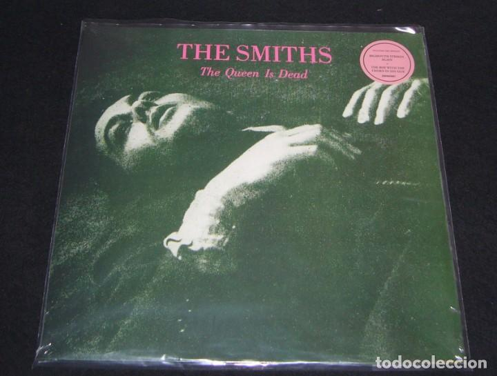 Discos de vinilo: LP THE SMITHS - THE QUEEN IS DEAD / VINILO / ED. OFICIAL 2012 / NUEVO - Foto 2 - 140429494