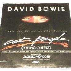 Discos de vinilo: DAVID BOWIE ( CAT PEOPLE(PUTTING OUT FIRE) ) 1982 - USA SINGLE45 MCA RECORDS. Lote 141123034