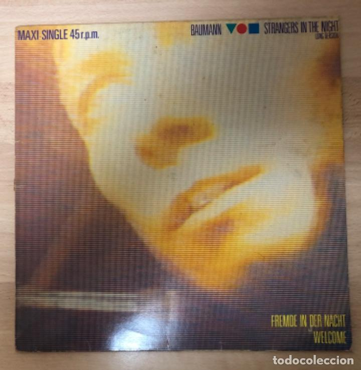DISCO VINILO , MAXI - SINGLE 45 R. P. M . BAUMAN STRANGERS IN THE NIGHT (Música - Discos de Vinilo - Maxi Singles - Otros estilos)