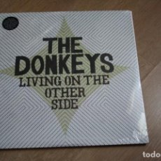 Discos de vinilo: THE DONKEYS. LIVING ON THE OTHER SIDE. 2008, NUEVO.. Lote 142658858