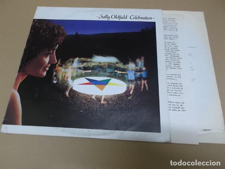 SALLY OLDFIELD (LP) CELEBRATION AÑO 1980 – ENCARTE CON LETRAS + HOJA PROMOCIONAL (Música - Discos - LP Vinilo - Pop - Rock - New Wave Extranjero de los 80)