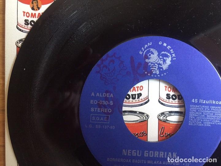 Discos de vinilo: NEGU GORRIAK: BORREROAK BADITU MILA AURPEGI + INSTRUMENTALA (CON LA HOJA DE PROMOCIÓN) - Foto 3 - 143059793