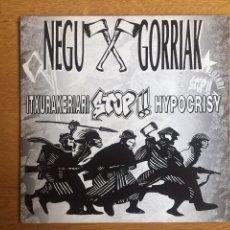 Discos de vinilo: NEGU GORRIAK: HIPOKRISIARI STOP! / EUSKALDUNOK ETA ZIENTZIA. Lote 143060113
