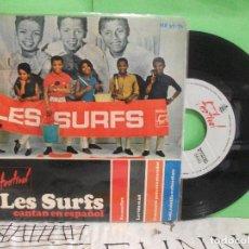 Discos de vinilo: LES SURFS CANTAN EN ESPAÑOL - 4 TEMAS EP SPAIN 1966 PDELUXE. Lote 143600490