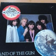 Discos de vinilo: LEGS DIAMOND LAND OF THE GUN LP INSERTO. Lote 143631754