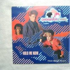 Discos de vinilo: THOMPSON TWINS_HOLD ME NOW_VINILO MAXI SINGLE 12'' EDICIÓN ESPAÑOLA_ARISTA_1983 COMO NUEVO!!!. Lote 143863974