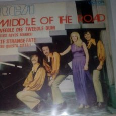 Discos de vinilo: MIDDLE OF THE ROAD - TWEEDLE DEE, TWEEDLE DUM. Lote 143868534